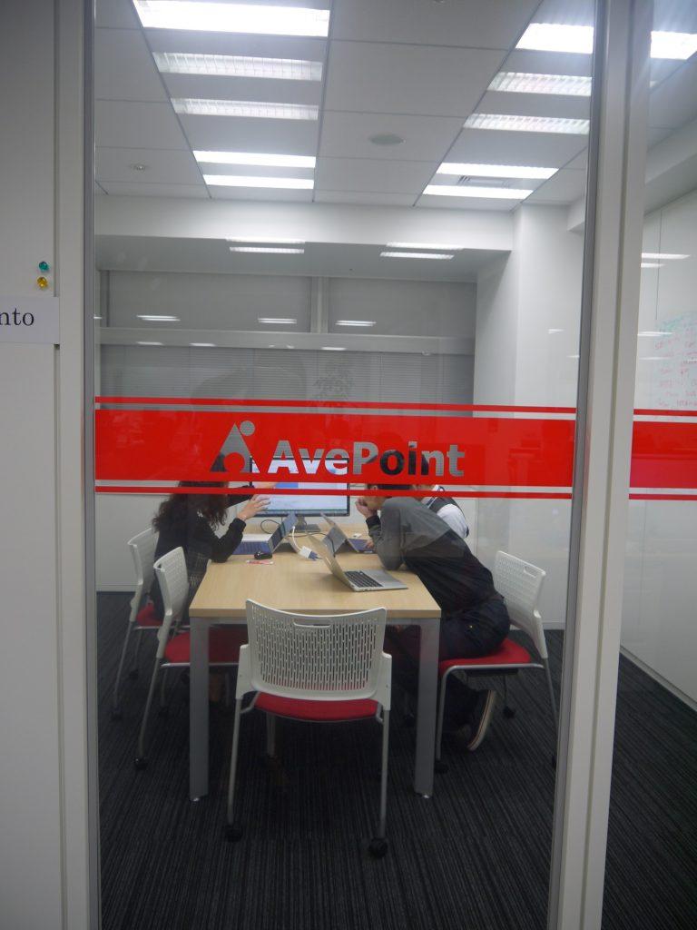 日本オフィスはと現在約 40 名が在籍、そのほかにも米国本社や中国オフィスから駐在中のメンバーもいます。