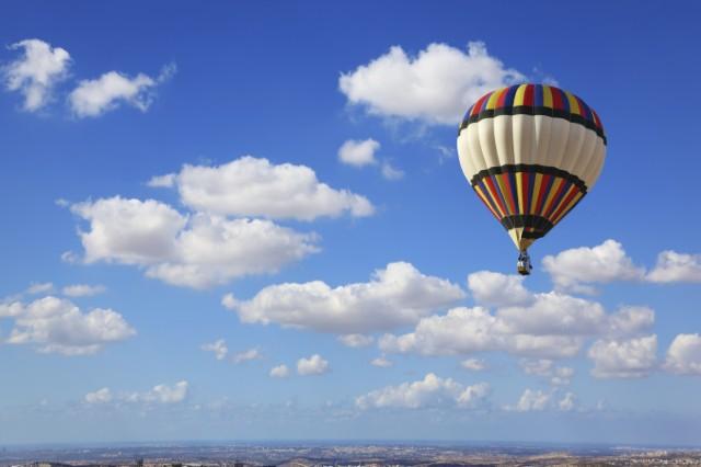 hot air balloon cloud